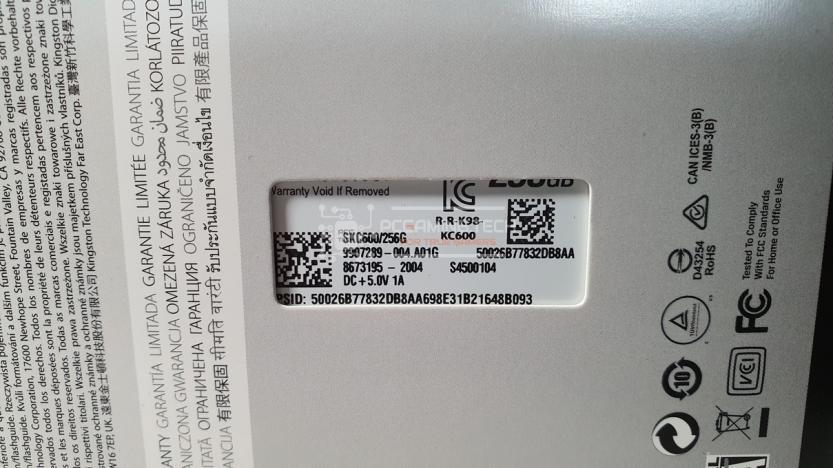 Kingston KC600 dettaglio etichetta posteriore