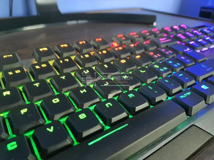 MSI Vigor GK50 Low Profile Dimostrazione illuminazione RGB