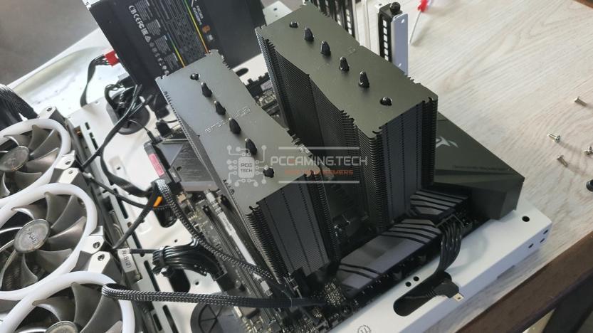 Noctua NH-D15 positioned heatsink