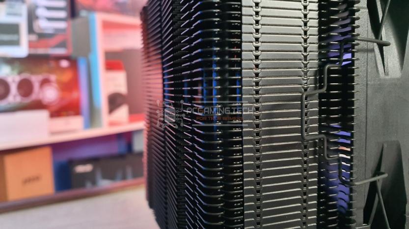 Noctua NH-U12S chromax.black heatsink side detail