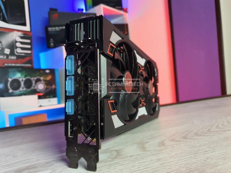 Sapphire Pulse RX 5600 XT connettori posteriori output