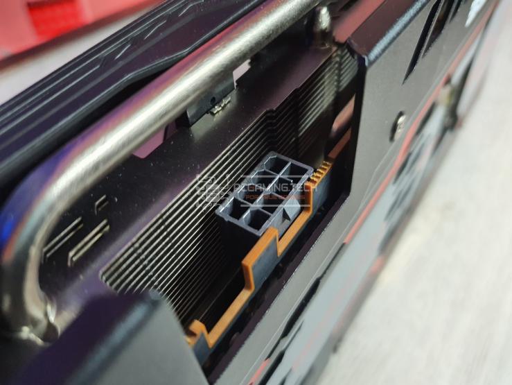 Sapphire Pulse RX 5600 XT alimentazione 8 pin