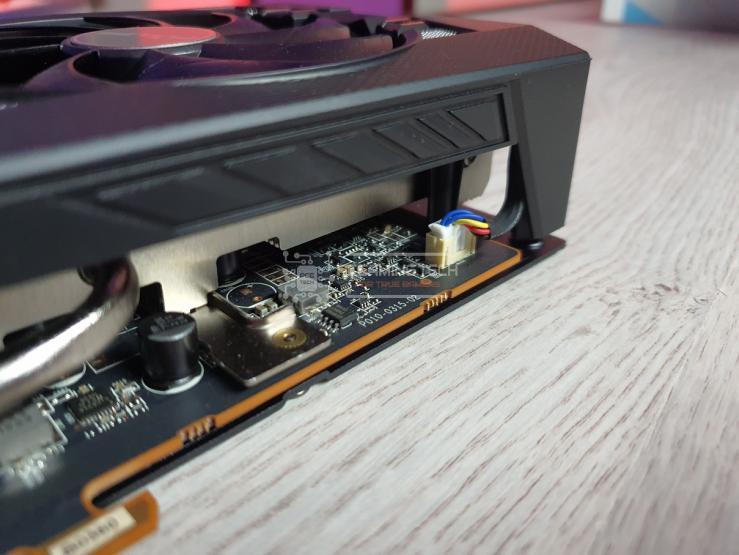 Sapphire Pulse RX 5600 XT connettore ventole