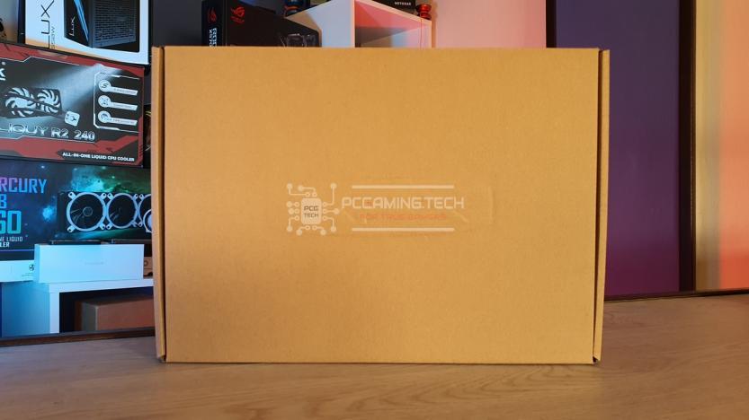 XFX RX 5700 DD ULTRA scatola interna alla confezione