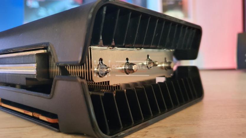XFX RX 5700 DD ULTRA dettaglio dissipatore laterale