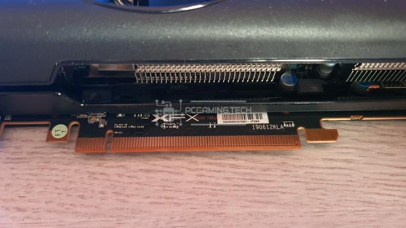 XFX RX 5700 DD ULTRA connettore PCIe